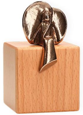 Bronzefigur Engel der Gelassenheit auf Würfel aus Holz mit Wandaufhängung