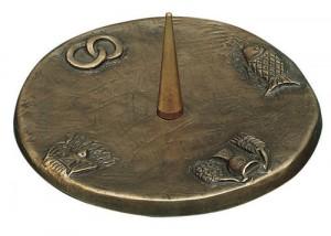 Leuchter mit 4 Symbolen