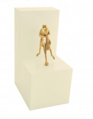 Wie schön, dass es Dich gibt - Bronzefigur auf Holzblock