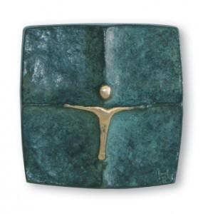 Schmuckkreuz aus Bronze, grün patiniert