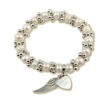 Perlenarmband mit Anhängern Herz und Flügel