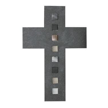 Schieferkreuz mit Einlagen aus Glas, Stein und Bronze