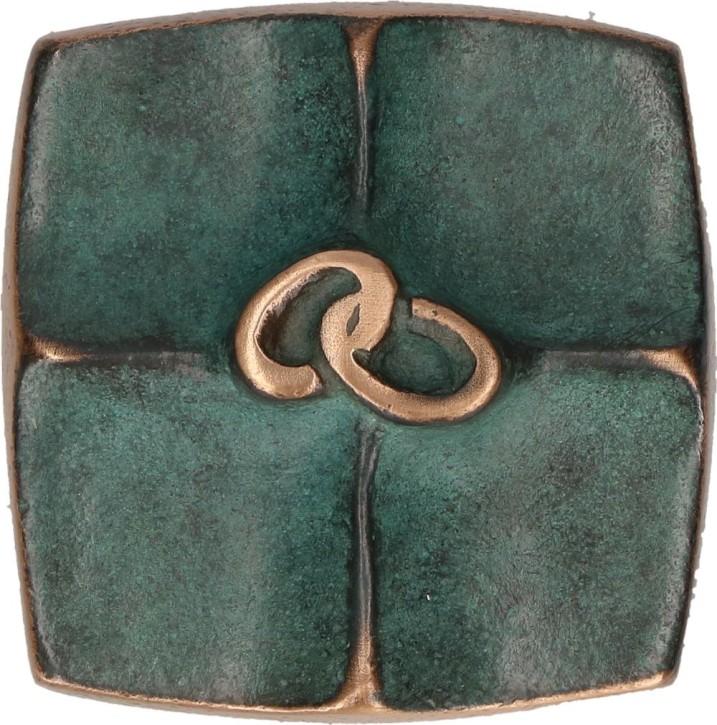 Kreuzplakette aus Bronze mit Ringen - Zeichen unserer Liebe