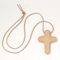 Halskreuz mit Lederband, Buche gewachst